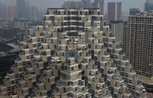 中國這棟超科幻「金字塔大樓」在網路上大紅!住戶卻苦不堪言:連飯都不能煮